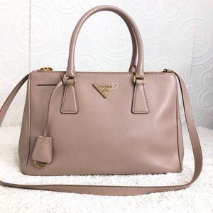 🌸OFFERS?🌸💯%Authentic Prada Leather Purse